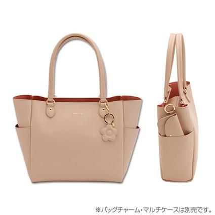 ピンクのバッグを買うか迷っています。 来年春から大学生になります。このマリークヮントのピンクのバッグはやはり普通のコーデだと合わないでしょうか。 とても可愛くて気に入っているのですが、普段ブラウンやアイボリー、ベージュの服ばかりみにつけているので、合わないのかな、と思っています。 ピンクのバッグはやはりあまり良くないのでしょうか。