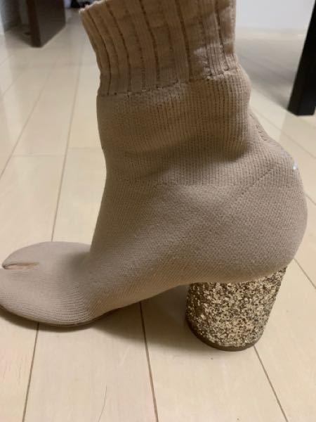 足袋ブーツについて。 先日Maison Margielaのソックブーツを購入しました。しかし当方鬼の金欠でメルカリで購入し、靴がサイズに合わずどうしても履けません。足の半分は通るのですがそこから...