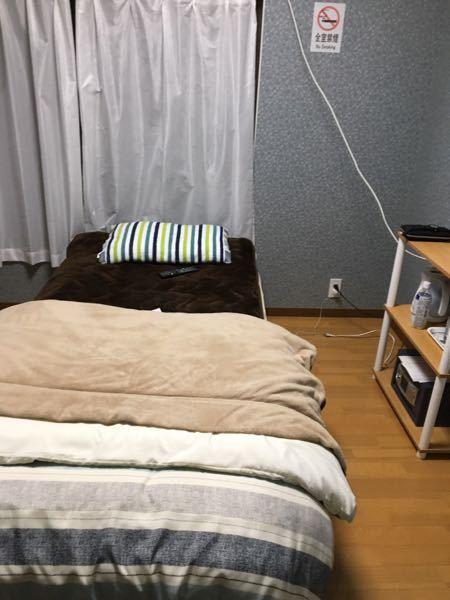 4年ほど前に川崎駅近くに素泊まり宿があったのですが、名前が思い出せません。 1日3300円 冷蔵庫、風呂、トイレは共同でWi-Fiとテレビが部屋にありました。 スタイルとしてはアパートみたいな外見の宿です。 外装が取ってなくて、名前がわかりません。 部屋の写真は載せときます。 わかる方いたらぜひ教えてください!