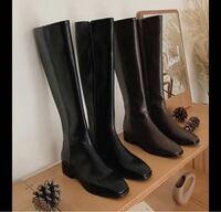 ネットショップでのロングブーツのサイズ選びに悩んでいます。 ふくらはぎ30〜31センチのひとが 35センチのロングブーツを履くのは 変に見えたり、歩きづらかったりしますか?