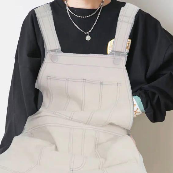 至急お願いします! 女子高生です。 写真の服装に似合うバッグはどのようなものでしょうか? ショルダーバッグがいいかなと思うのですが、大人っぽい、ストリート系などの雰囲気がうまくイメージできません。 抽象的な質問で申し訳ありません。 ご回答お待ちしております。