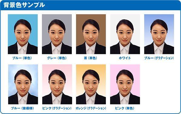 至急!!! 明日専門学校に提出する願書に貼る証明写真を写真屋ではなく機械で撮影します。 高校の制服である紺のブレザーを着てKi-Reiという機械で撮影をしようと思っているのですが、背景は何色が良いのでしょうか? 単色のブルー・グレー・ホワイトで迷っています。 どの色がおすすめか教えてください。