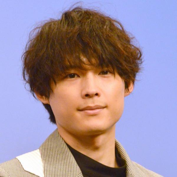 国宝級1位松村北斗さん。30ぐらいだと思ってました。美的感覚が人それぞれとはいえ、1位ならもっと万人受けの方だと思ってました。 出来レースなのでしょうか?