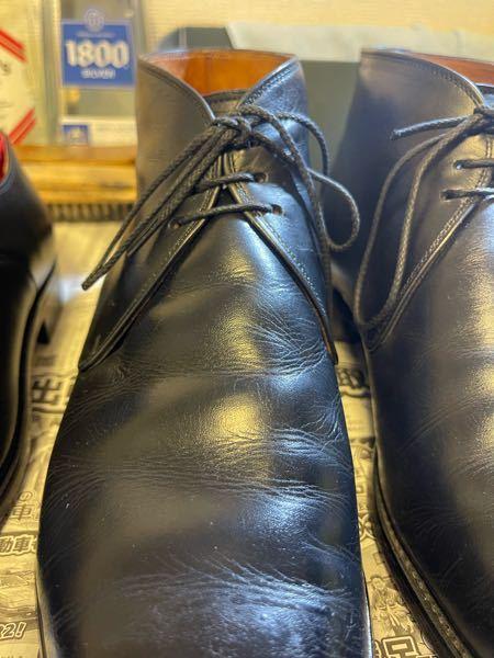 スコッチグレインのチャッカブーツなのですが、これはひび割れですか? それとも単なる履きシワですか? 判断できる方、お願いします!