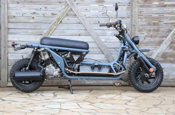 これはなんとゆーバイクかわかりますか? PS250に似てると思うんですが、ATですよね? どこで売ってる、なんとゆー車種かわかる方、いらっしゃいますか? また、こーゆー、ノーマルっぽくないバイクは、維持費がかかるものですか?