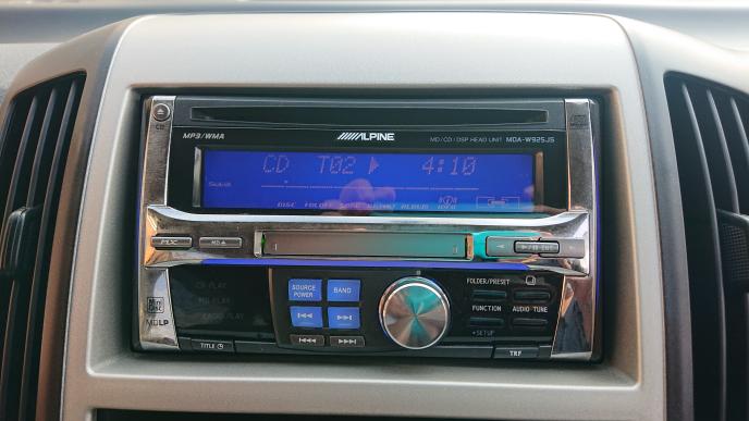 乗り換えた車に、このオーディオが付いていました。 同じ曲をリピートする時、操作方法をご存知の方教えてください。