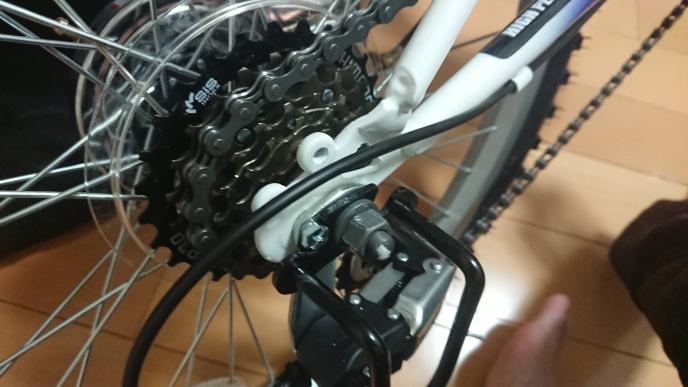 自転車の後輪ナットの外し方を宜しくお願いします 15mmのメガネか 15mmのラチェットどちらが回しやすいですかね? スパナは絶対使用していけないんですよね? 詳しく教えて貰えると嬉しいです 他に