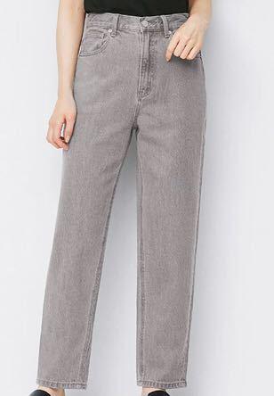 GUのグレーのジーンズに合うトップスの色や形教えてください!