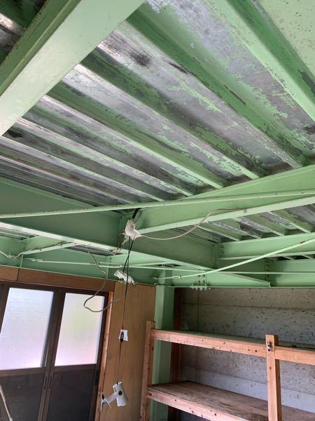 天井のケレンが終わりません 鉄骨の天井をヤスリなどで撮ってるのですがキリがありません。 DIYでは無理でしょうか? どの程度剥がした後に塗りなおしたら良いですか? 助けてください