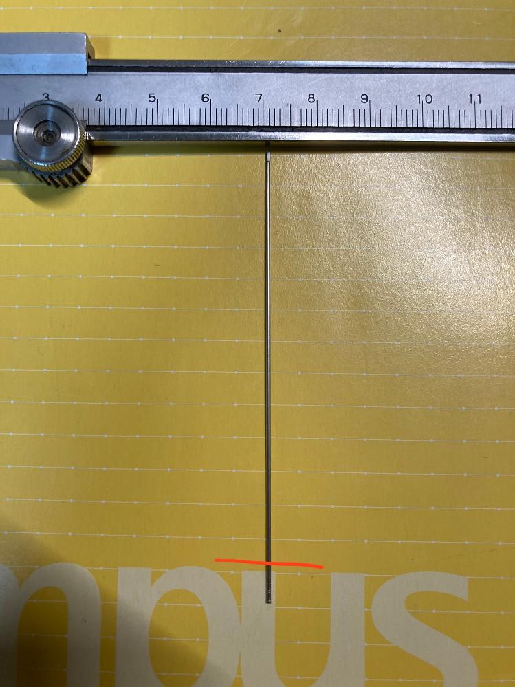 写真のような直径0.9mm、内径0.6mmのステンレスパイプを赤線の部分で切断したいのですが、 断面が潰れてしまい、うまく行きません、 業者などに出さずに自力で断面を潰れない用に切断する方法はあ...