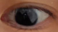 この目は、二重ですか? 形はアーモンドですか?