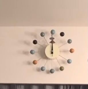 多分時計だと思うんですけど どこで売ってるか分かる方いますか...? URLがあると有難いです;_; 東海オンエアのしばゆーの家の時計(?)です。