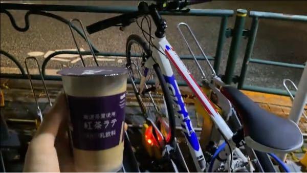 この写真に写っている自転車と同じものがほしいのですが、どなたかこの自転車の名前などご存知の方はいませんでしょうか?
