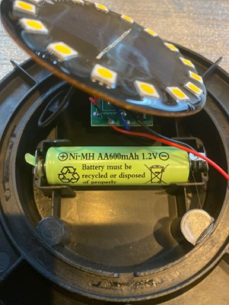 ソーラーライトのバッテリーについて バッテリーの持ちが悪いので容量の大きな電池に変えようと思っています。 現在の電池容量が1.2V/600mAhとなっており、Amazon製の1900mAhの電池に変えた場合、持ちはよくなるでしょうか? よろしくお願い致します。
