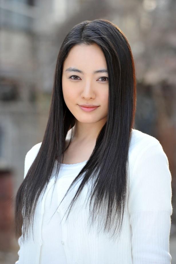 こんにちは 男性に質問です。 仲間由紀恵さんは可愛いですか??