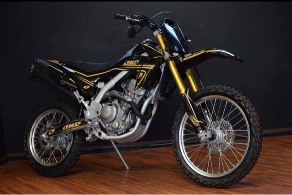 このバイクはcrf250lですか?もしcrf250lでしたらどう言ったカスタムパーツを使っているか教えて頂けませんか?