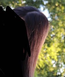 このように後頭部がとんがって見えるのは頭が絶壁だからですか?