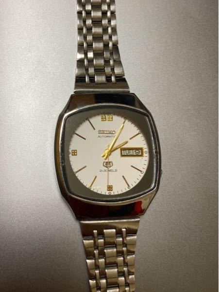 こちらの腕時計の相場はいくらくらいでしょうか。メルカリなどのフリマに出品する際はいくらくらいで出品するのが妥当でしょうか。ご意見お聞かせください。