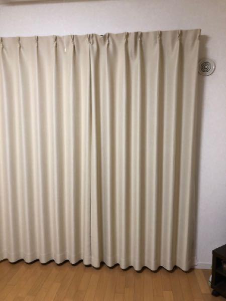 女性の方に聞きたいです。 このカーテンの丈の長さは気になりますか? AフックでぴったりのサイズのカーテンをアジャスターでBフック寄りの高さにしているため、丈が若干短いです。