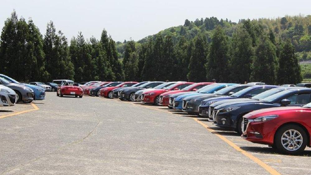 何故日産スタジアムに行っても駐車場にはマツダ、トヨタ、ホンダの車が多くて日産の車は一台も停まってないんですか?