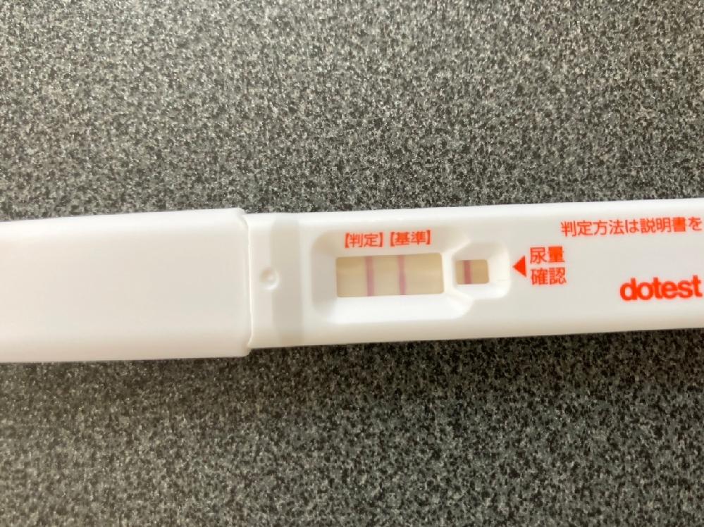 以前、9月18日に排卵検査薬で陽性が出てタイミングをとりました。その後、なかなか体温が上がりきらないため、再度排卵検査薬を使用しました。 すると、画像のように陽性が出たのですが、1ヶ月の間に二回...