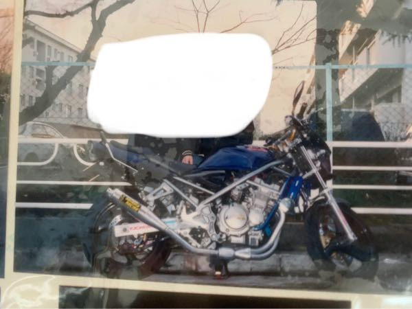 昔父が乗っていたバイクなのですが車種わかる方いますか?ちなみに結構古いと思います。