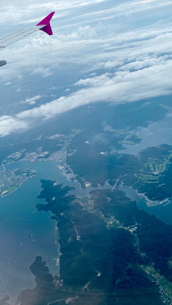 先日、飛行機で新潟空港から関空まで行きました。写真を撮ったのですが、どの辺りか分かる方がいたら教えていただきたいと思い質問させていただきました。 新潟〜岡山?四国の近く?を通るルートだったように思います。