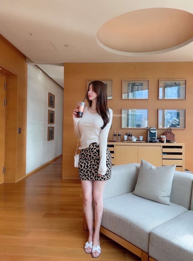 この方は加工、若しくはフィルターしてますか? 170cm 53kgです。 加工に詳しい方、写真に詳しい方よろしくお願いします。 Instagram Twitter インスタ 韓国人