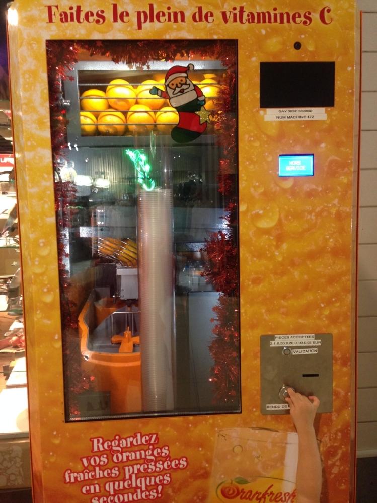 生搾りオレンジジュース自動販売機 外国には普通にあるという なんで日本には普及してないんでしょうか