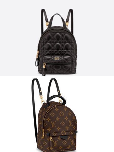 上か下どちらが可愛いと思いますか? 来月親に買ってもらうのですが悩んでいます。 高校生です
