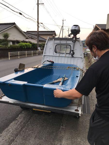 RYOBIの2人乗りボートをもらいました。 友達と2人で海に釣りに行こうと思っているのですが、大人2人が乗っても安定して釣りができるでしょうか?? 人間以外にも、クーラーボックスや釣具、ガソリン缶なども最小限ではありますが載せていくつもりです。