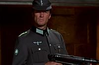 荒鷲の要塞では金属ボタン2個のドイツ国防軍M43規格帽が出てきますが、ボタン1個だと大戦末期型M44規格帽でベークライト製ですか?