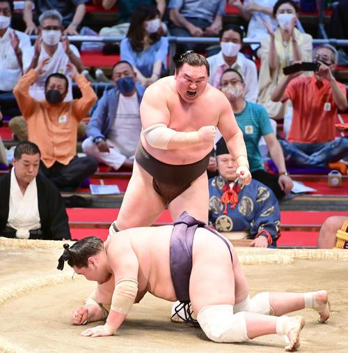 今思うとあれって 間垣親方となる白鵬だけども思えば8月はコロナ社会で外出自粛が相撲協会が出してるのに東京五輪会場に居たって現役引退決めてたが故の行動とも言えたんでしょうか?