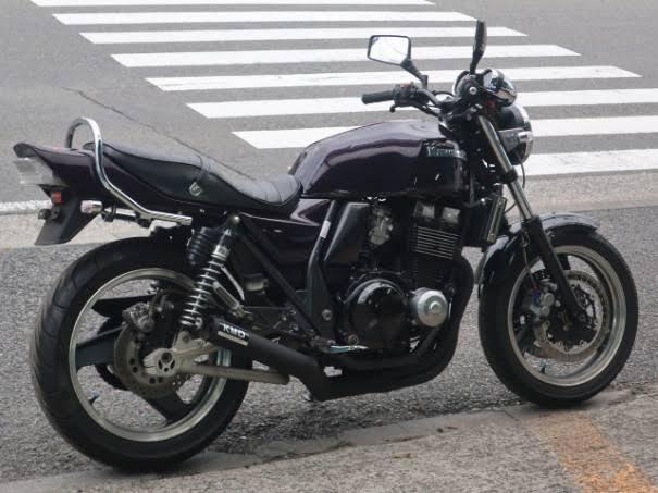 カワサキZRX400のバイクは中型ですか? 小型、中型、大型の違いはなんですか? バイクに詳しい人教えてください