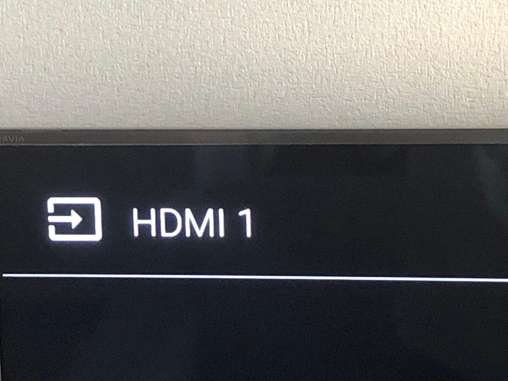 SONYのテレビを使っています。 画面にずっと写真のようなものが表示されていて、消えません。また、ハードディスクを使用しているのですが、ハードディスクでの画面はひょうじされますが、テレビの本体自体の画面が表示されず暗いままです。入力切替や、録画リストのボタンは効果音がするので反応しているみたいです。ちなみに、録画リストが表示されずに、十字キーのボタンを押したらボタンの効果音だけなりました。