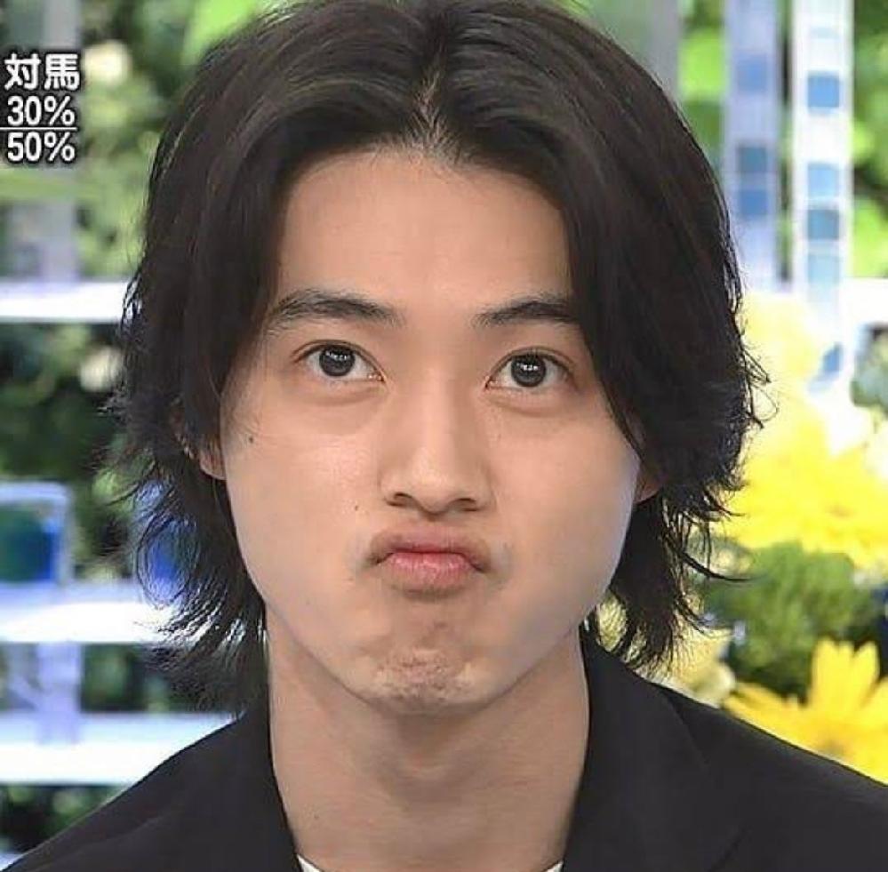 この髪型は山崎賢人だから似合うんであって、普通の男がこんな髪型しても汚いだけですか?