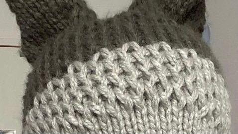 編み物が得意な方に質問です、 このような編み目にするにはどうしたらいいですか? よろしくお願いします。