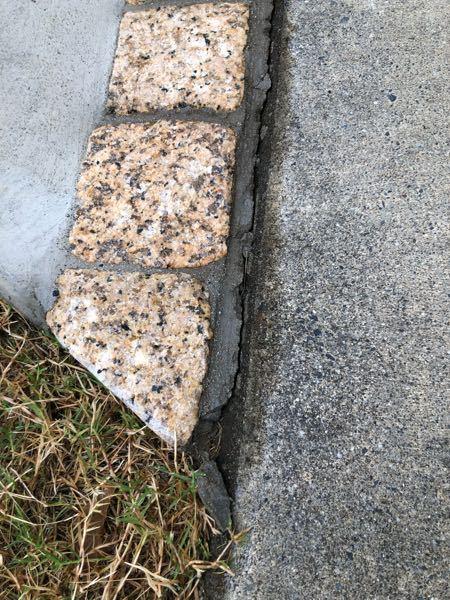 半年前にやっていただいた外溝工事のコンクリート部分がはげてきました。 この写真から見たら、やり直ししていただけるものですか。
