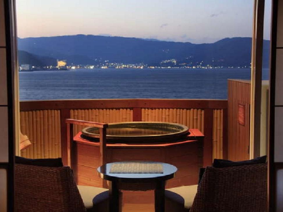 静岡県の温泉にお詳しい方へお伺いをいたします。 ・ 静岡県に行くと、画像のような温泉旅館が結構多いのでしょうか。 いかがでしょうか。