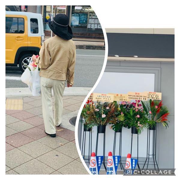 本日のことです。 お店がオープンしたてみたいで 店の入り口に花がいっぱい飾ってありました。 花輪には会社名などが挙げられてました。 よくある光景ですね。 たまたま通り掛かった時に、初老のマダムが不審な行動してました。お花のほうに手を伸ばし その後さっとその場を離れました。 人目を避けるようにスーパーの袋の中に花を入れてた。 これ花泥棒? それを、SNSにアップすると、他人から「幸せのおすそ分けなので開店のお花は取っていいんですよ」みたいな内容がきました。 そうなんですか? おそらく5、6本ぐらい抜いていったように思うんですが、その抜けた所はスカスカになっていましたが…