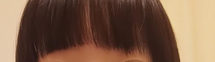 自分で前髪を切ったのですがこんな感じになってしまいました… 少しでもマシにするにはどうすればよいでしょうか 教えてください!