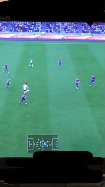 自分はバルセロナでこの時試合してたのですが、イングランドの選手にボールが渡った時、自分は頭に青い矢印がある選手で寄せに行きました。そしたら、本来その選手がいるべきポディションの方向に切り返されシ...