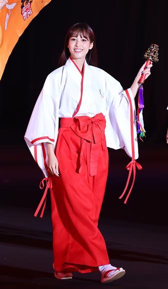 アナウンサーの鷲見玲奈ちゃんと日向坂46の佐々木久美ちゃんって似てますか? お二人は色んな現場で意気投合してるらしいが