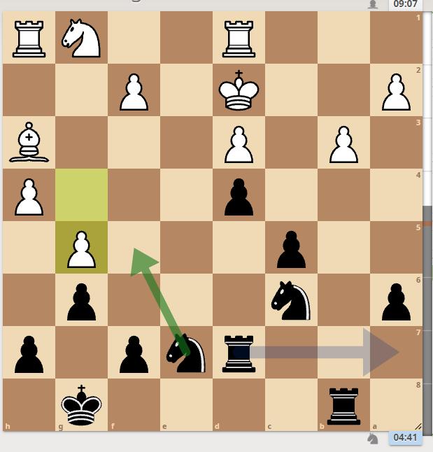 実際は黒Ne5と行ったのですが、ソフト的には黒Ra7でした。 ちょっと発想に無いです。 白のビショップの利きを閉じてスケスケのeラインにルークを持っていきたかったのかもしれません。 この黒Ra7...