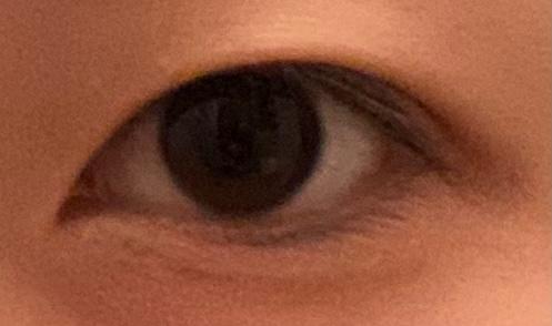 自分ほんとに瞼が厚くて目が細いのですが、この目は痩せたらパッチリする目だと思いますか?目つき悪くいアイシャドウ見えないしコンプレックスです。 ※汚い写真失礼します