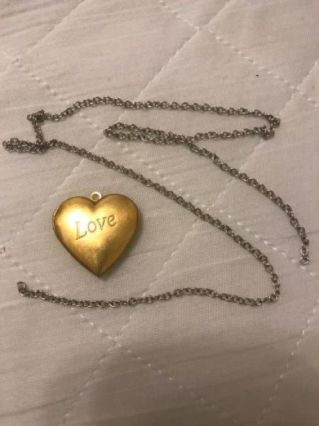初めてネックレスを購入したのですが、チェーンが付いておらず、別で買いましたが穴にチェーンが入りませんでした。 なんとか繋げる方法はありますか?