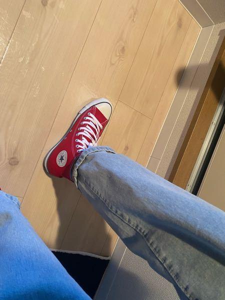 CONVERSEのハイカット赤に合わせるスボンを探しているのですが、この合わせは相性いいですかね? あまり、自信がありません。どなたか回答お願いします