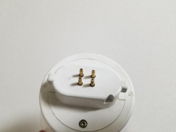 電球を交換したいのですが、見たことないタイプのもので困っています。 ネットで調べてもよく分からないのですが、これはどういう種類なんでしょうか?