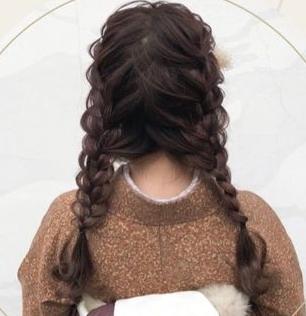 襟足ウィッグかキューブウィッグを購入しようと考えているのですが、下の写真のようなヘアアレンジをしたい場合どちらがオススメでしょうか??