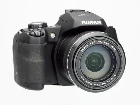 富士フィルム FINEPIX S というカメラが家にあったのでさすが、 ①望遠レンズは付けれますか? ②望遠レンズをつけた場合、一眼のようになるんですか?? カメラについて何もわからなくて教えて...
